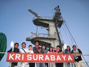 kebersamaan di KRI Surabaya